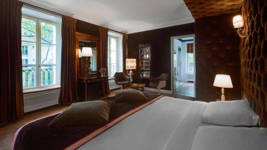 2.Junior Suite Vitrine 2 - Hôtel Particulier Montmartre-Credit-photo-Jefferson-Lellouche_preview